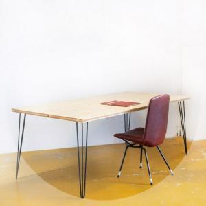 Mesa. Sobre de madera de...