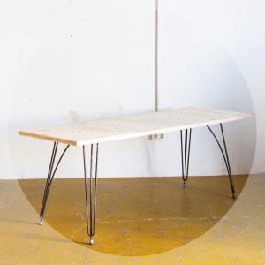 Mesa con sobre de madera de...