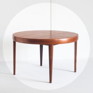 Mesa de estilo escandinavo....